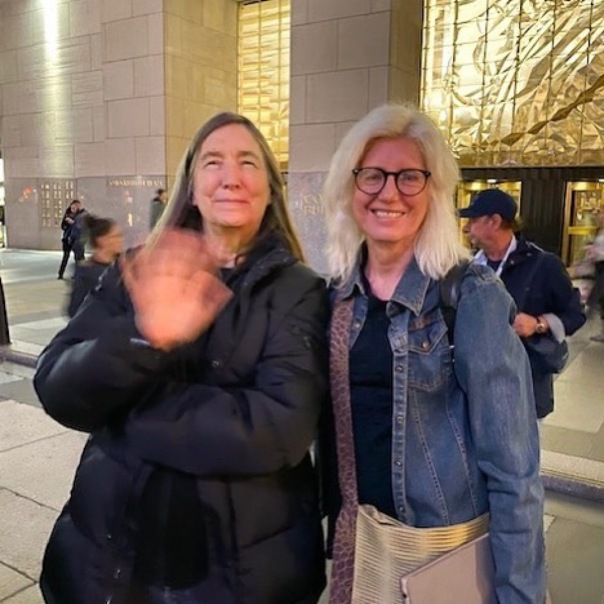 Chatting with Jenny Holzer.  It looks like she did not want her picture taken, but she was actually waiving. VIGIL: Jenny Holzer and @creativetime
